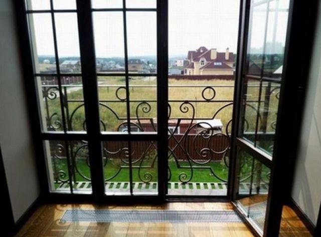 межкомнатные двери с французским остеклением