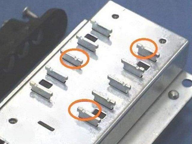 Пластины, отвечающие за комбинацию шифра